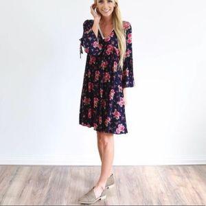 Dresses & Skirts - Navy blue pink floral ivory vneck above knee dress
